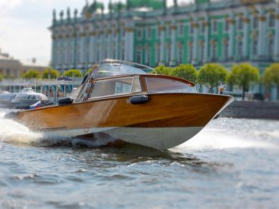 Private boat trip and sightseeing tour of St. Petersburg