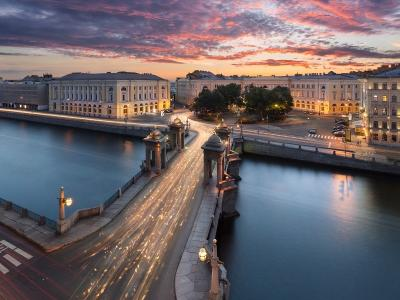 Early morning excursion around St. Petersburg with breakfast as a gift!
